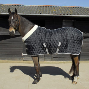 black stable quilt 150gsm
